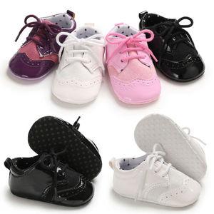 Noworodka dziewczynka chłopiec Anti-slip skóra chrzciny wózek buty miękka podeszwa Sneaker Prewalkers buty do nauki chodzenia buty sportowe