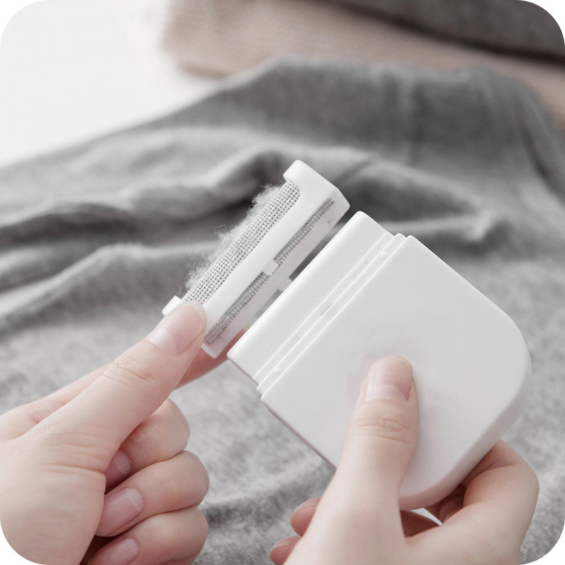 Reusable Mini Lint Remover to Remove Hair Ball and Fuzz from Cloths and Sweaters