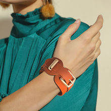 Fashionable wide leather gold buckle adjustable bracelet Bangle ladies sleeve for mem women jewelry accessories