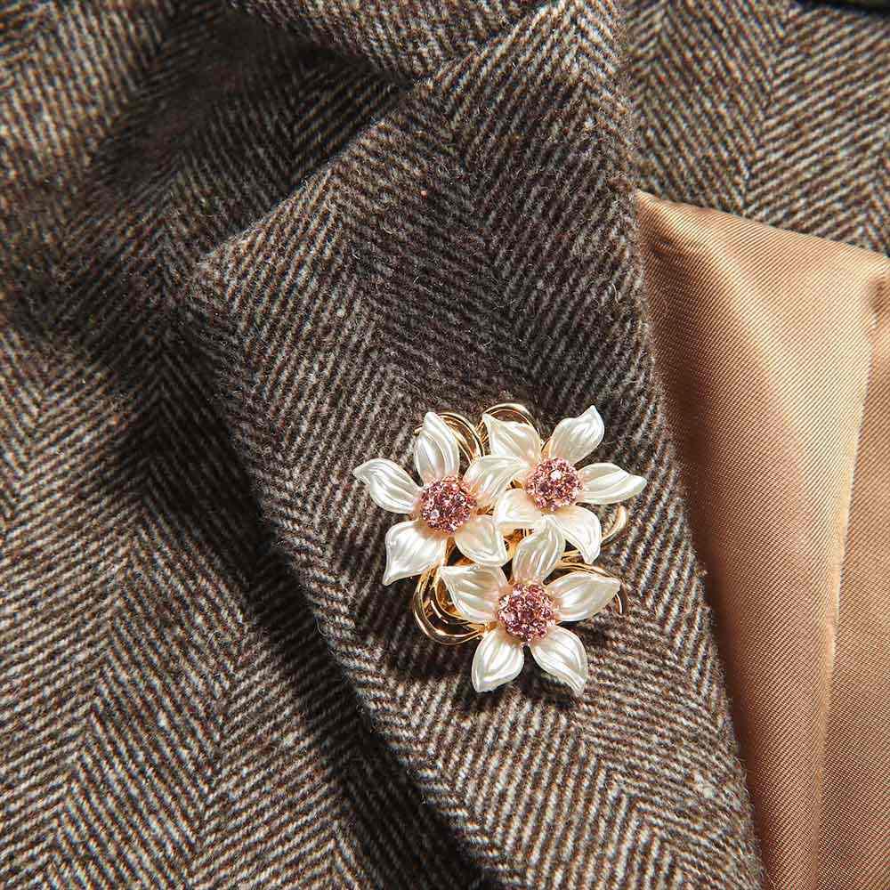 Fiore di cristallo Spilla Risvolto Spille Rhinestone Dei Monili Delle Donne di Cerimonia Nuziale Spille s di Grandi Dimensioni Spille Per Le Donne broche Vestiti Accessori