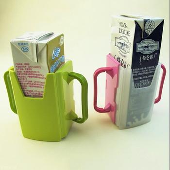 Nowy 1pc regulowany plastikowy Safy dziecko maluch Kid sok kartonu mleka butelka do picia kubek uchwyt kubek 2 kolory LA882673 tanie i dobre opinie Other Z tworzywa sztucznego Drinkware Dzieci Baby Cup Holder Stałe Babies pink green 7*4*1cm(Adjustable) Kids Cup Holder