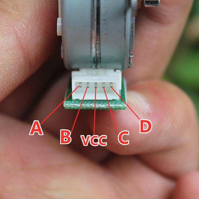 Moteur pas à pas avec engrenage de sortie 0.5 Module 14 engrenage 4 phases 5 fils moteur pas à pas, Angle de marche 7.5 degrés, diamètre de larbre 3mm