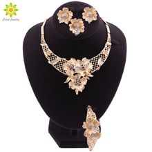 Nowy zestaw biżuterii indyjskiej zestaw biżuterii ślubnej dla nowożeńców zestaw złotej biżuterii dubaj dla kobiet naszyjnik kolczyki w kształcie kwiatu bransoletka zestaw pierścieni tanie tanio OUHE Ze stopu cynku Kobiety Kryształ TRENDY necklace bracelet ring earrings Zestawy biżuterii dla nowożeńców Moda LM-TL411012