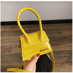 Mini bolsa feminina 2019 couro croco bolsa flip ombro crossbody saco grande alça pequena praça senhora tote saco vermelho amarelo jacquemus