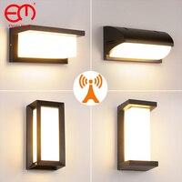 Lampada da parete 18W 30W lampada da parete a LED impermeabile da esterno con sensore di movimento Radar AC90-260V lampada da parete con portico da giardino in alluminio