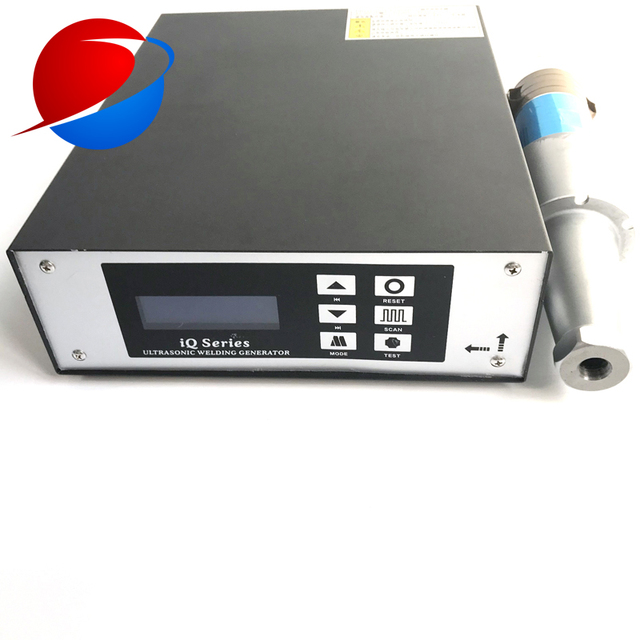 15K 2000W Ultrasonic Welding Generator And Transducer Used For N95 Surgical Mask Welding Machine 2