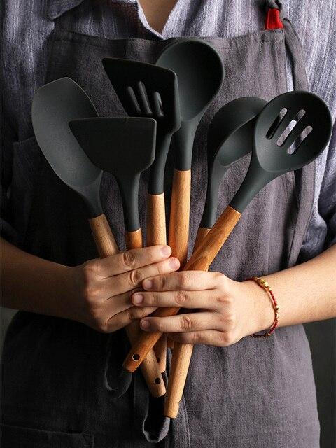 1 Pçs/set Concha de Silicone Utensílios De Cozinha Acessórios de cozinha Conjunto Ferramenta Egg Beaters Pá Cozinhar Não-stick Punho De Madeira Espátula 1