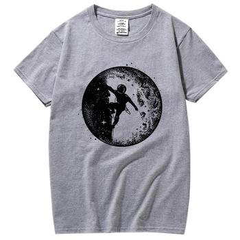 XIN YI Men's High quality100%cotton casual short sleeve Astronaut space climbing print o-neck cool casual men t-shirt tee shirts недорого