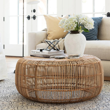 Mesa de centro redonda de mimbre tejida a mano de estilo minimalista moderno
