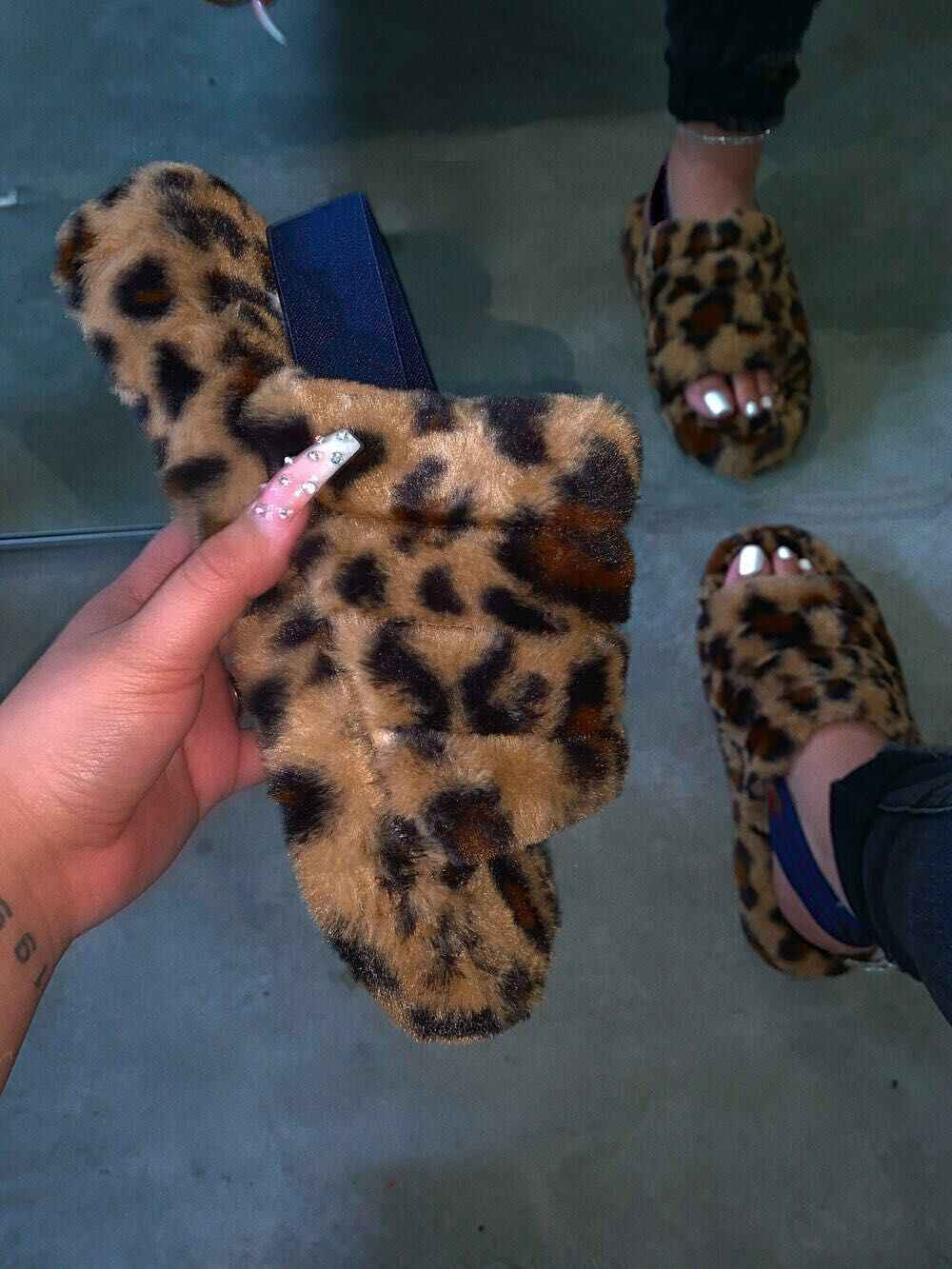 Vendite dirette della fabbrica 2020 nuova primavera confortevole selvaggio pelliccia pantofole imitazione pelliccia sandali commercio all'ingrosso di grande formato