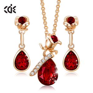 CDE Women Gold Jewelry Set Emb