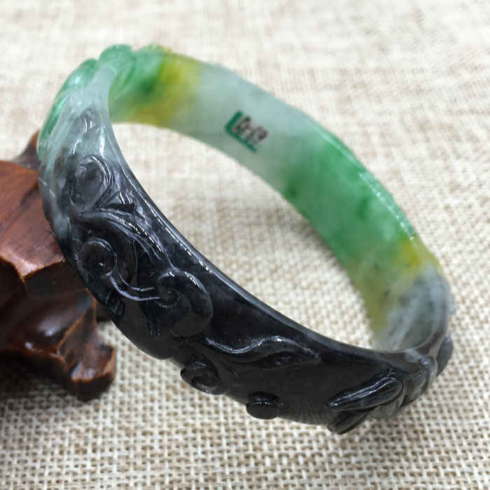 A-69 ที่สวยงามแกะสลัก Emerald Jadeite หยกอัญมณีสร้อยข้อมือกำไลข้อมือ 63 มม.