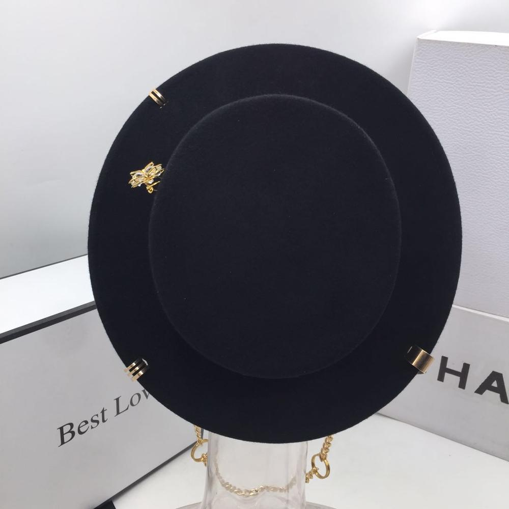 Black cap female British wool hat fashion party flat top hat chain strap and pin fedoras for woman for a street-style shooting 3