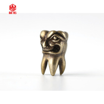 1PC suerte dientes sabiduría dientes latón Retro de óxido de cobre EDC Paracord cuentas paraguas cuerda cordón colgantes cuchillo cuentas