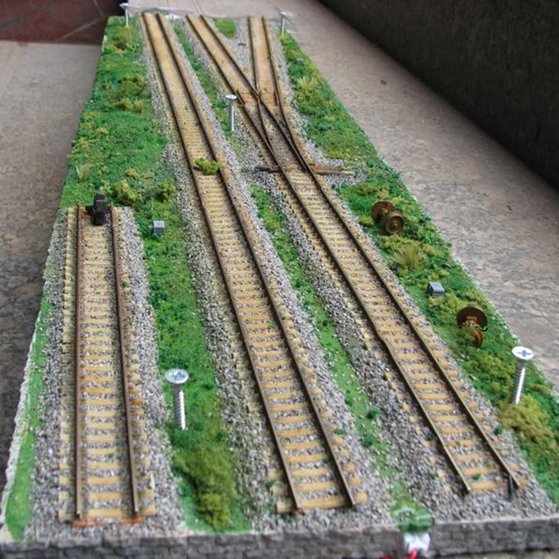 <font><b>1</b></font><font><b>:</b></font>87 HO Scale Micro Train Construction Scene Sand Table Display Stand Model image
