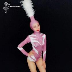 Roze Kristallen Sexy Turnpakje Bodysuit Met Witte Veren Hoofdtooi Kostuums Vrouwelijke Jazz Kostuum Lange Mouwen Nachtclub Bodysuit