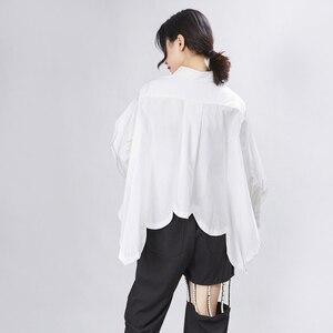 Image 5 - [EAM] 여성은 큰 사이즈 불규칙 블라우스 새 옷깃 긴 소매 느슨한 맞춤 셔츠 패션 조수 봄 가을 2020 1A332
