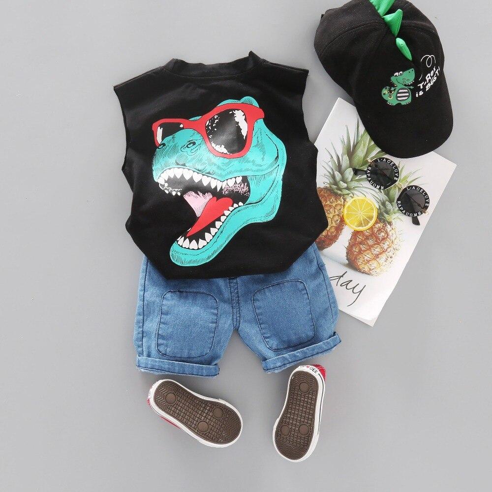 Conjuntos de roupas dos meninos da criança