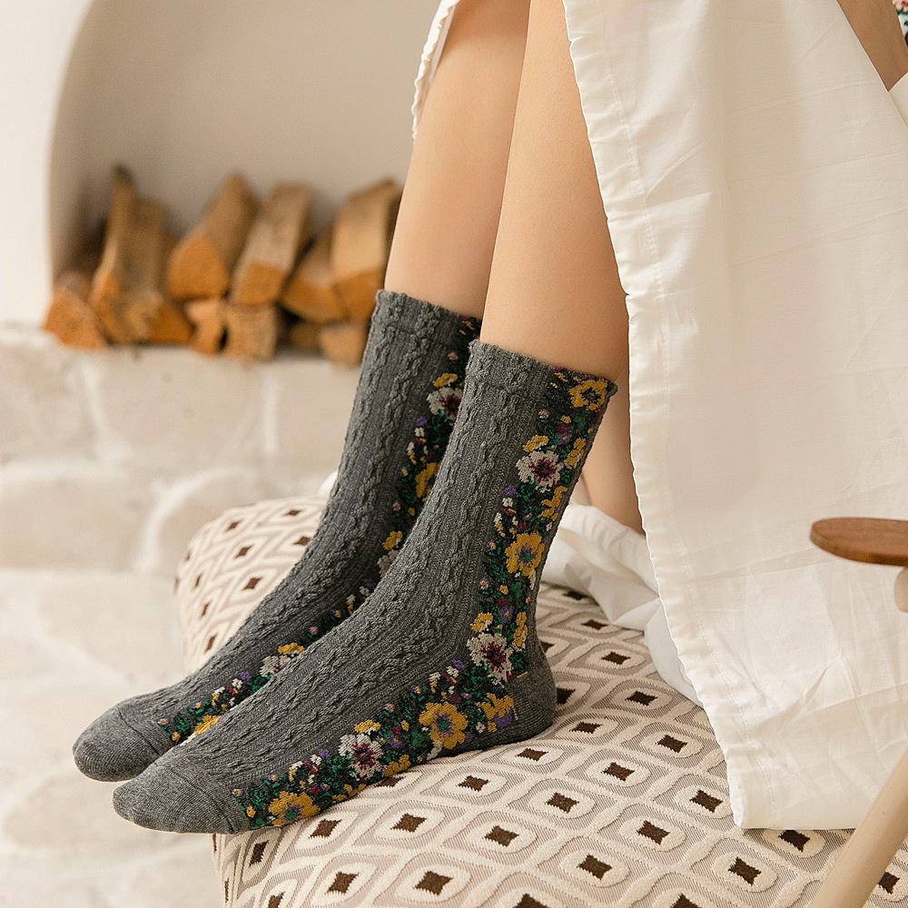 2019 New Arrival Autumn Vintage Jacquard Floral Print Women Socks Retro Flower Fashion Winter Warm Christmas Gifts For Girls