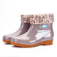 New Leisure rain boots women Low-Heeled Round Toe Shoes Waterproof Middle Tube Rain Boots chaussures femmes rtg67(China)