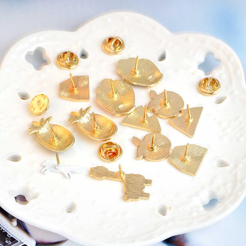 農村スタイルエナメルピン黒とゴールドハウス動物フルーツブローチパイナップルアルパカ山ラペルピンの宝石類のギフト卸売