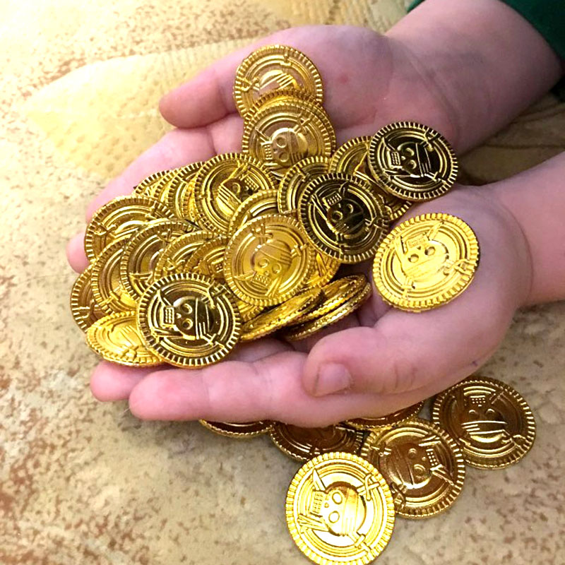 50pcs/bag Gold Coins Pirate Treasure Game Halloween Play Money Pirate Party Props Kids Party Christmas Decoration Supplies
