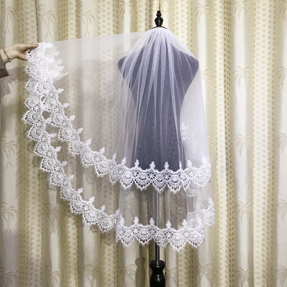 Real Photo Two Layer Ivory Short Wedding Bridal Veils Fingertip Length Tulle Lace Applique Bridal Accessories With Comb