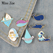 Aller Surfer! Broches en émail bleu vague Iceberg baleine requin broche Badge chemise en Denim épingle à revers dessin animé drôle bijoux cadeau pour enfants