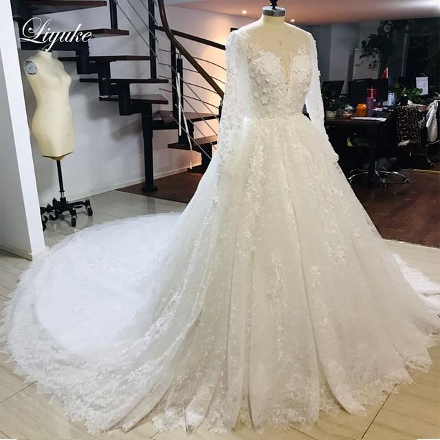 فستان عروس من Liyuke بأكمام طويلة لحفلات الزفاف مع دانتيل رائع من قطار مصلى