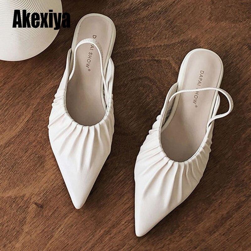 Moda feminina bombas plissadas design 1.5cm de salto baixo estilintes de alta qualidade sapatos de fibra sintética novas bombas maduras s626