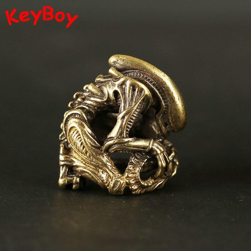 Vintage Brass Alien Monster Keychain Pendants Metal Bronze Men Car Key Chain Ring Hanging Jewelry Punk Keyrings Halloween Gifts