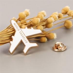 Эмалированная брошь в виде мультяшного персонажа Google Maps, значок на рюкзак, брошь в виде путешественника, самолета, золотистая металлическая брошь, булавка, украшение для самолета