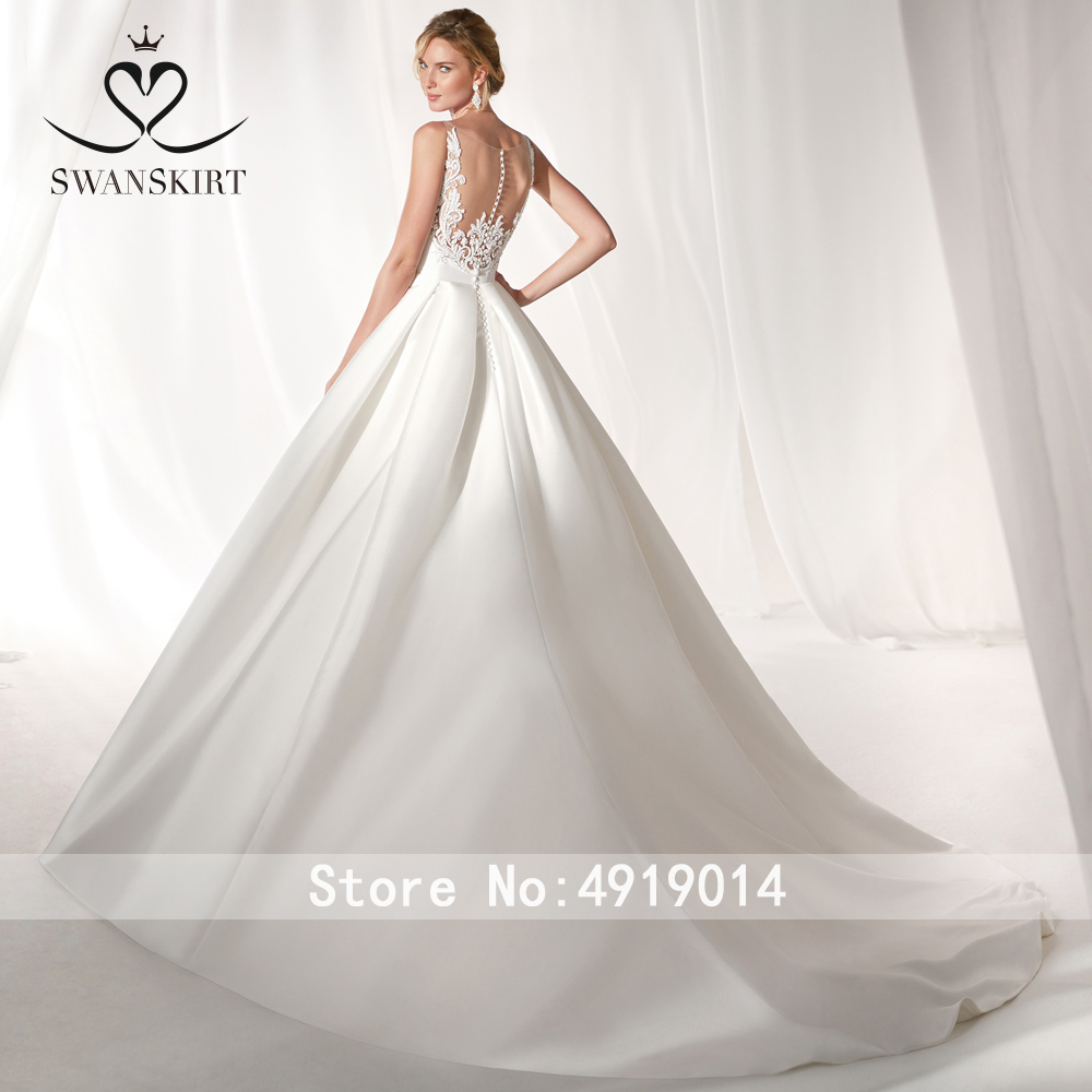 Satin A-Line Wedding Dress 2019 Swanskirt Fashion V-neck Appliques Back Bride gown Princess Plus Size vestido de noiva NZ50