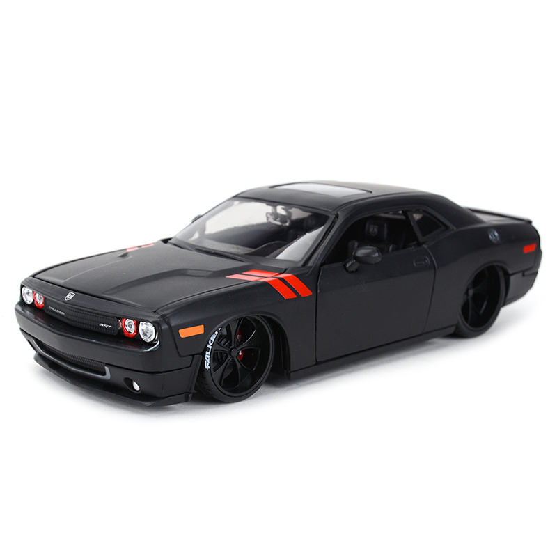 Maisto 1:24 2008 Dodge Challenger Sports Car Static Simulation Diecast Alloy Model Car