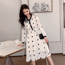 2019 A stylish new autumn/winter dress slimmed the body and showed off its long sleeves
