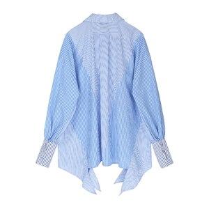Image 2 - [Eam] Vrouwen Gestreepte Gesplitst Groot Formaat Asymmetrische Blouse Nieuwe Revers Lange Mouwen Loose Fit Shirt Mode Lente Herfst 2020 JZ687