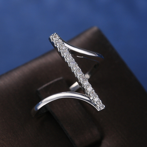 "Huitan Unique ""Z"" Shape Silver Color Women Finger Ring Wedding Band Bridal Ring Shine Crystal Zircon High Quality Fashion Rings"