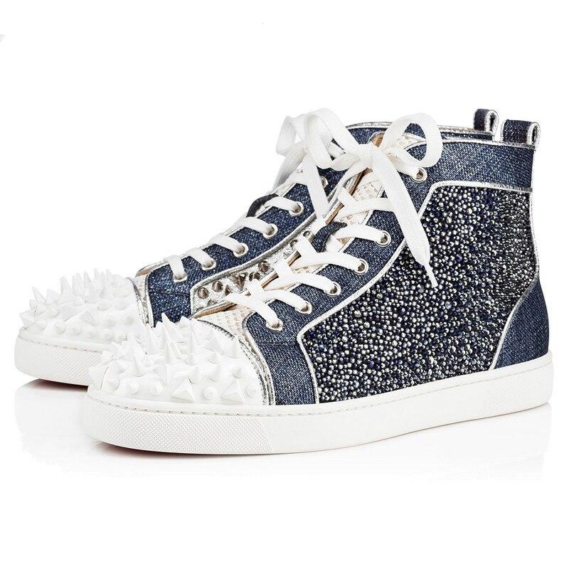 2019 Низкие Красные туфли; мужская обувь на плоской подошве; повседневная мужская обувь с шипами, украшенная разноцветными кристаллами и сере...