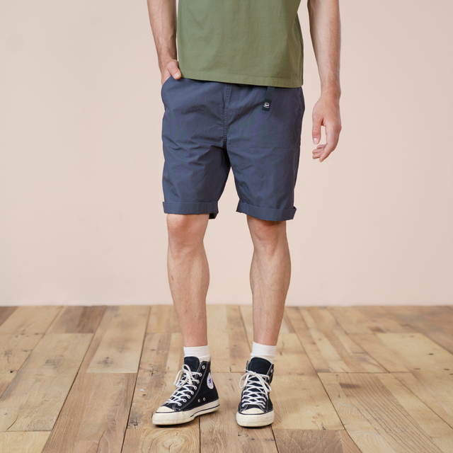 Knee-Length shorts with belt in solid color
