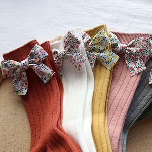 Schöne Neugeborenen Baby Mädchen Socken Mit Blume Bögen Kniehohe Lange Weiche Baumwolle Säuglings Socken Für Mädchen Prinzessin Kinder Socke 0-5Y