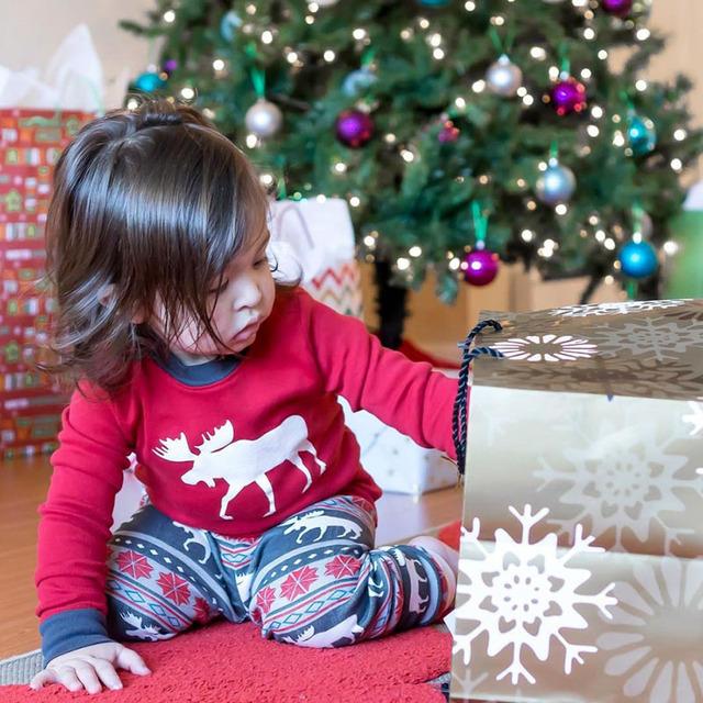 Julefamilie, der matcher tøjudstyr