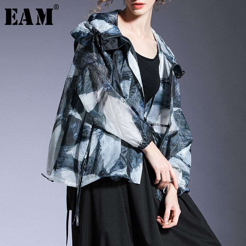 [EAM] Loose Fit Blue Prinedted Thin Big Size Sunscreen Jacket New Hooded Long Sleeve Women Coat Fashion Tide Spring 2020 1T725