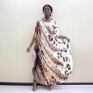 Image 1 - 2019 Dashikiage أحدث الجدد ليوبارد و ريشة نمط طباعة الأفريقية Dashiki زائد حجم النساء اللباس أزياء النساء حزب اللباس