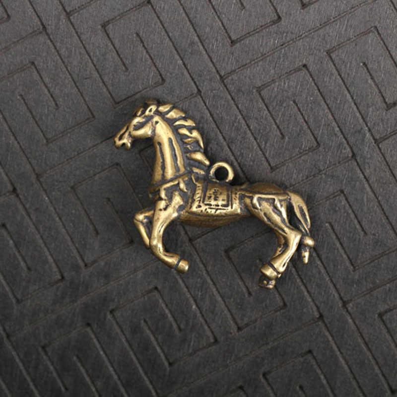 Tembaga Berjalan Kuda Miniatur Patung-patung Kecil Meja Ornamen Retro Kuningan Hewan Rumah Dekorasi Logam Gantungan Kunci Liontin