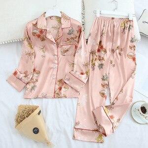 Image 2 - Conjunto de pijama de solapa de Satén de seda de hielo para mujer, Pijama estampado de moda, Conjunto de pijama de manga larga
