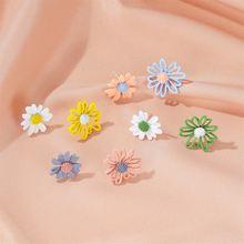 Женские асимметричные серьги гвоздики в виде цветка Корейском
