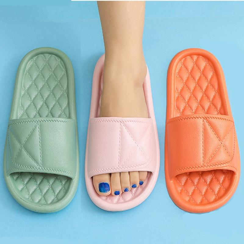 New Slippers Women Summer Thick Bottom Indoor Home Bath Slippers For Couples Home Bathroom Non-Slip Soft Bottom Sandals Slippers