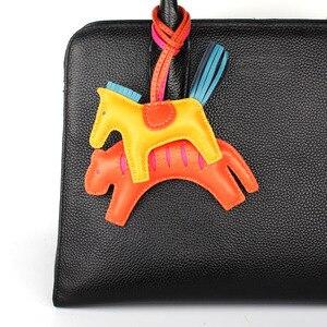 Image 5 - Berühmte Marke Nette Luxus Schafe Haut Weiche Echtes Leder Cute Horse Keychain Anhänger Tier Schlüssel Kette Frauen Rucksack Tasche Charme