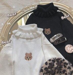 Image 5 - Harajuku słodki miś dziewczyna sweter z golfem Vintage na szyję Kawaii kobiet dziergany sweter kobiet wzburzyć wąski sweter biały czarny