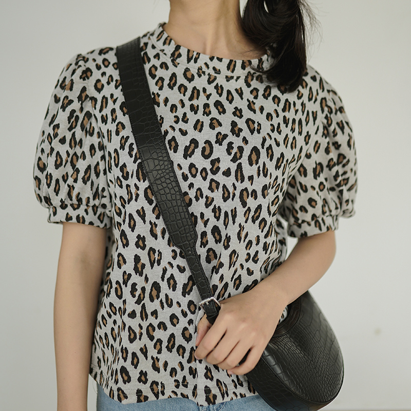 Lizkova Leopard Vintage Tee Shirt Women Short Sleeve Summer Tops 2020 Puff Sleeve O-neck Casual Shirts TS6637